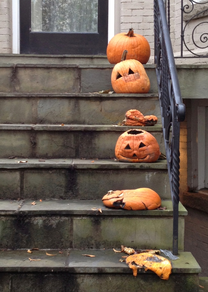 Collapsing jack-o-lanterns